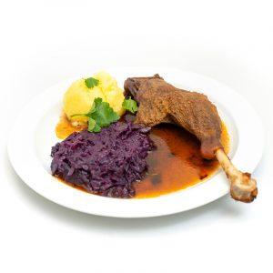 Gänsekeule mit Rotkraut und Kartoffelknödel
